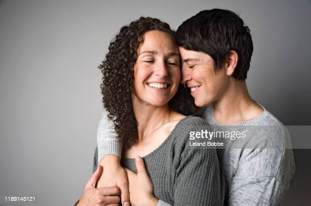 studio portrait of female same sex couple -  lgbtqi ストックフォトと画像