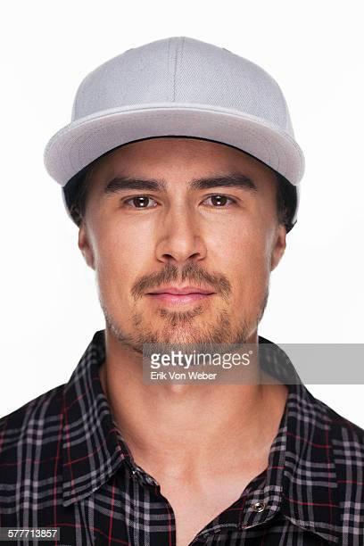 studio portrait of man on white background - berretto da baseball foto e immagini stock