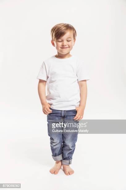 studio portrait of young boy, smiling - 4 5 ans photos et images de collection