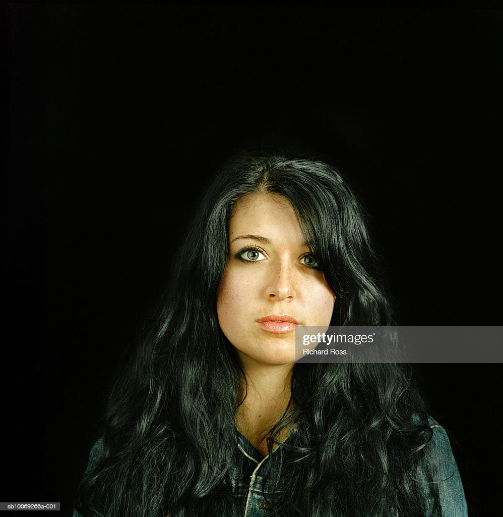 Studio portrait of young woman with long black hair : Stockfoto
