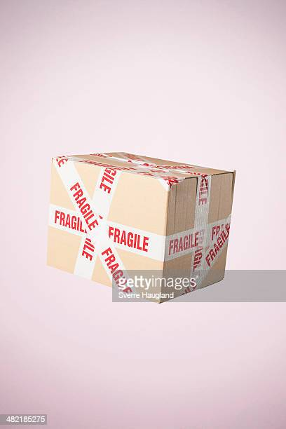 studio shot of cardboard box marked fragile - 繊細 ストックフォトと画像