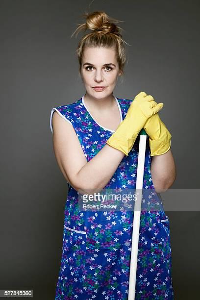 studio shot of cleaning woman - reinigungskraft stock-fotos und bilder