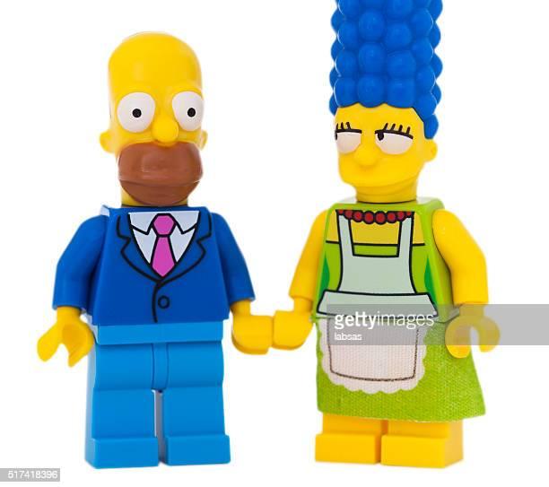 foto de estudio de figuras de lego pequeño, simpson. - homer simpson fotografías e imágenes de stock