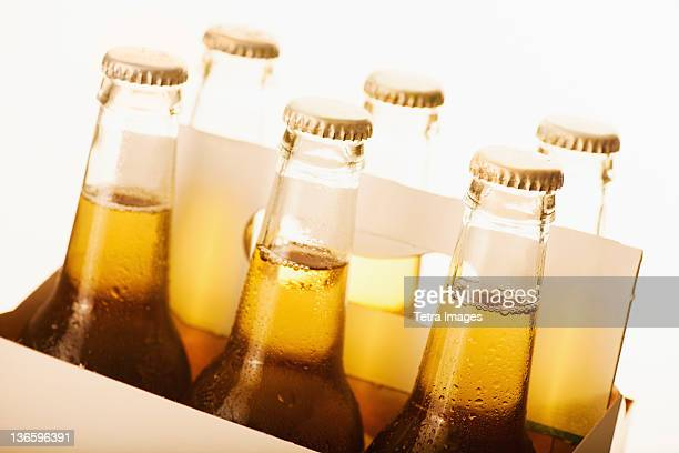 studio shot of six pack of beer - 6缶パック ストックフォトと画像