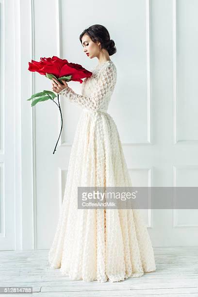 Studioaufnahme der junge schöne Braut mit großen stieg der