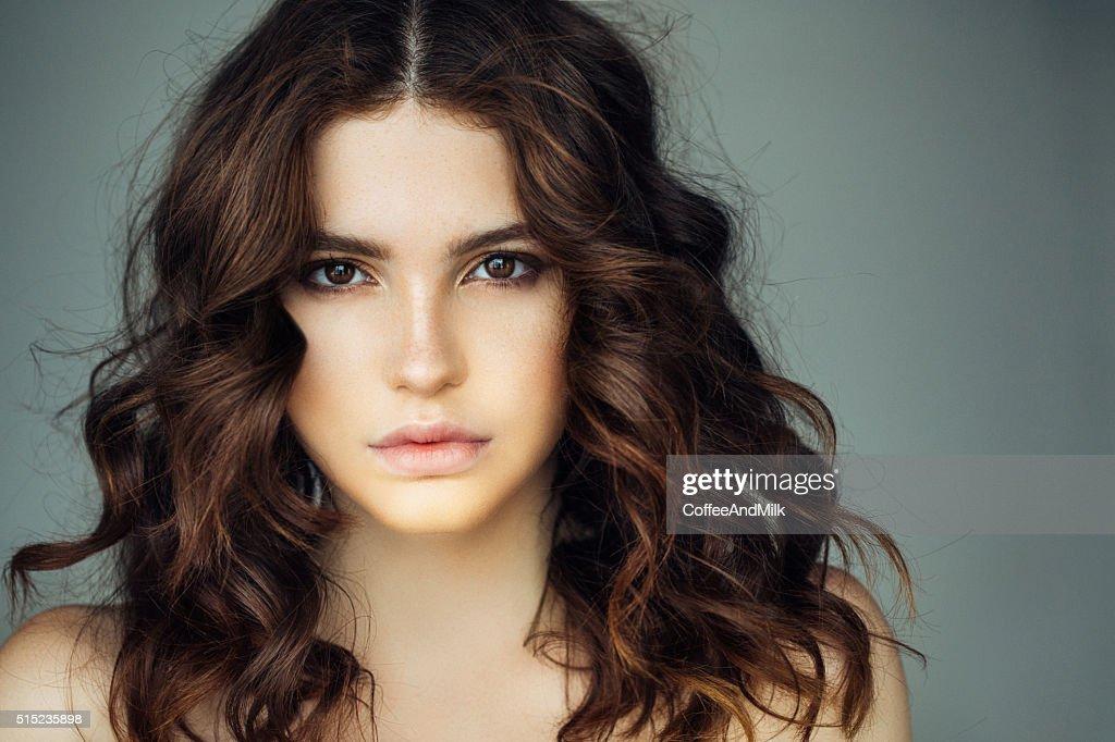 Colpo di Studio di giovane splendida donna : Foto stock