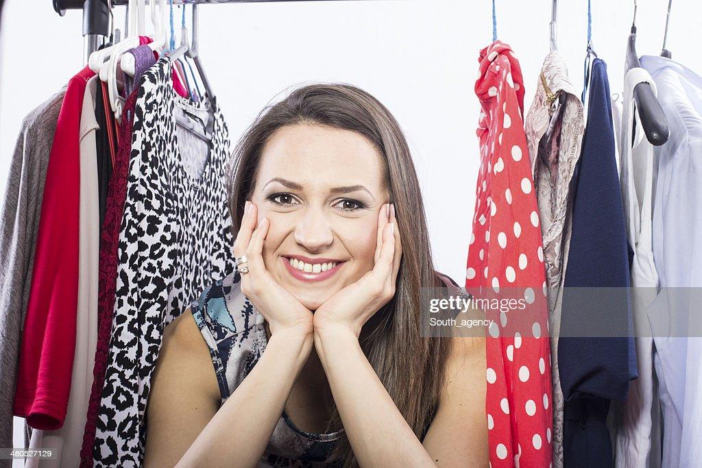 スタジオ撮影の若いモデルのドレスをお選びください。 : ストックフォト
