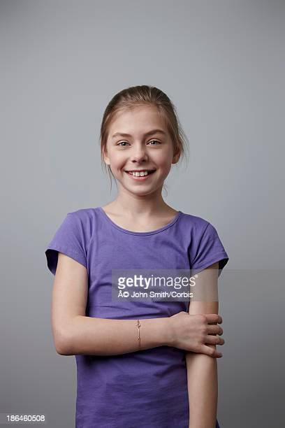 studio shot portrait of girl (10-12) in purple t-shirt - caucasian 11 12 girl portrait vertical beautiful stockfoto's en -beelden