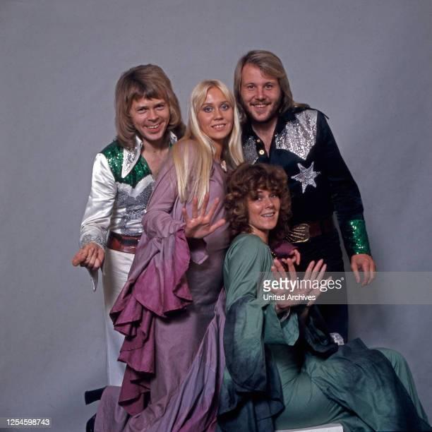 Studioaufnahme der schwedischen Popgruppe ABBA, Deutschland 1970er Jahre.