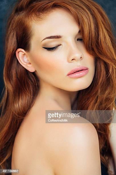Studioshot junge schöne Frau