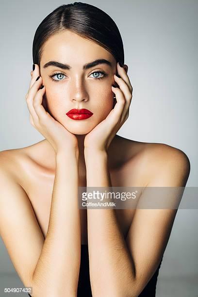 Studioshot の若い美しい女性