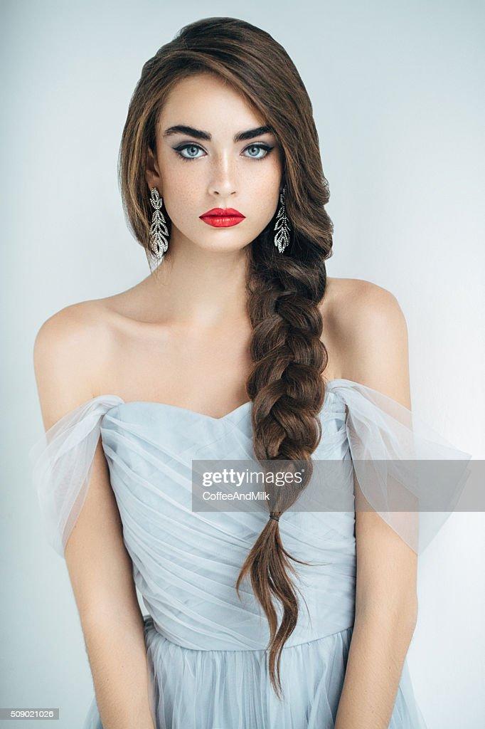 Studioshot of young beautiful woman : Stock Photo