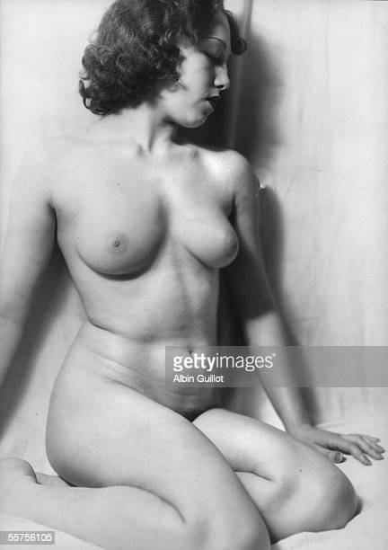 Study of feminine nude France about 1940 RV25343 twice