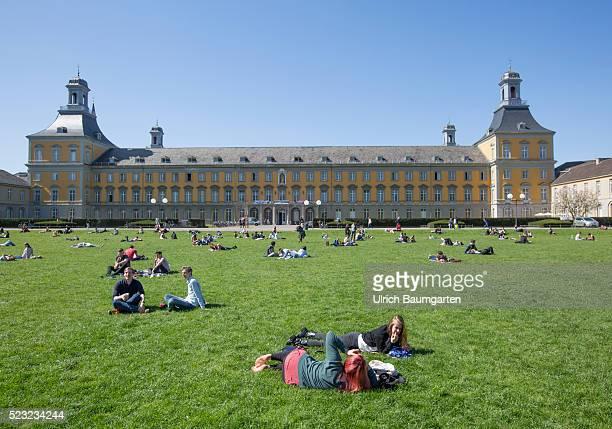 Study under the open sky Scene in front of the building of the Rheinische FriedrichWilhelmsUniversity in Bonn