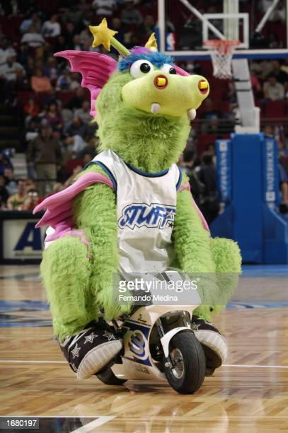 Stuff the Orlando Magic mascot entertains the crowd during halftime of NBA game between the Orlando Magic and the Miami Heat at the TD Waterhouse...
