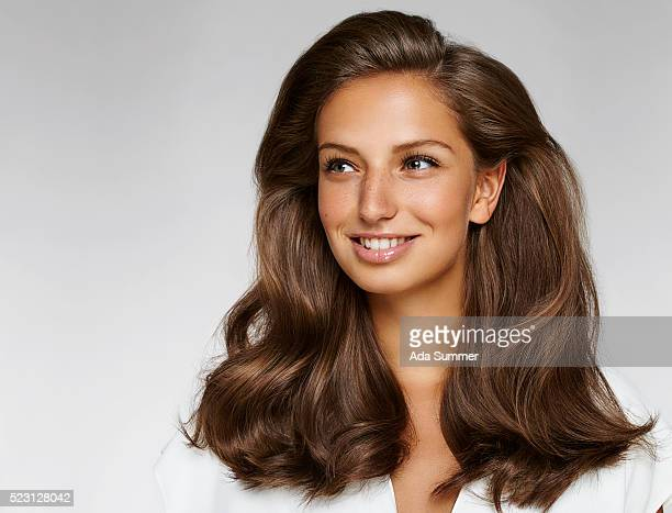stufio portrait of a young smiling brunette woman
