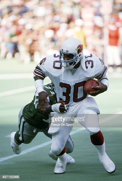 Stump Mitchell of the St Louis Cardinals carries the ball against the Philadelphia Eagles during an NFL football game December 7 1986 at Veterans...