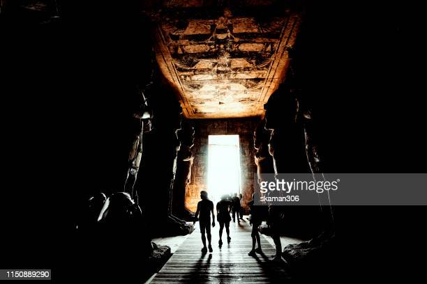 stunning architecture and big statue of pharaoh ramesses ii at abu simbel temple near aswan egypt - arqueologia - fotografias e filmes do acervo