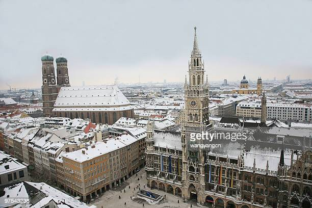 stunning landscape photo of munich in germany - new town hall munich stock pictures, royalty-free photos & images