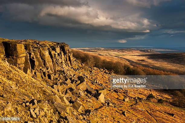 stunning light on stanage edge, peak district - escarpment stock pictures, royalty-free photos & images