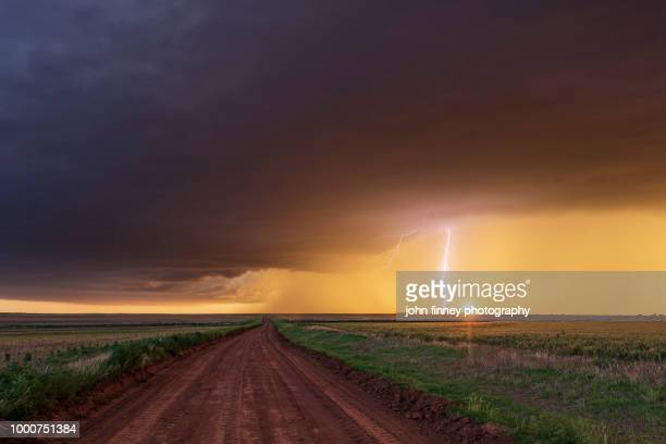 stunning lightning bolt at sunset, oklahoma - oklahoma stock pictures, royalty-free photos & images