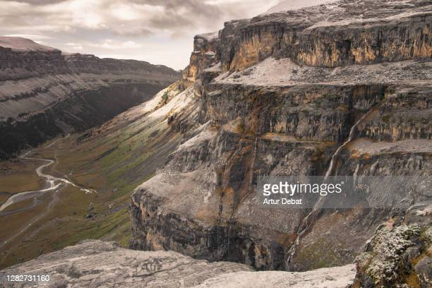 stunning pyrenees mountains view with snowy canyon and dramatic landscape in national park. spain. - reserva natural parque nacional fotografías e imágenes de stock