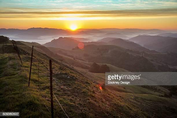 stunning sibley sunrise landscape 8222 - oakland condado de alameda fotografías e imágenes de stock