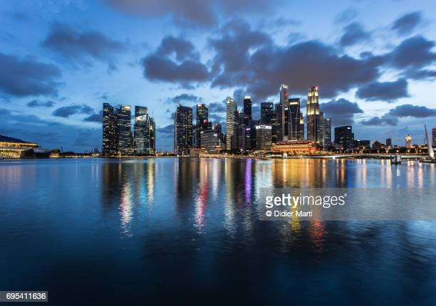 stunning view of singapore skyline at dusk - sierra leone stock pictures, royalty-free photos & images