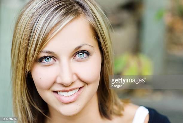una mujer - big eyes fotografías e imágenes de stock