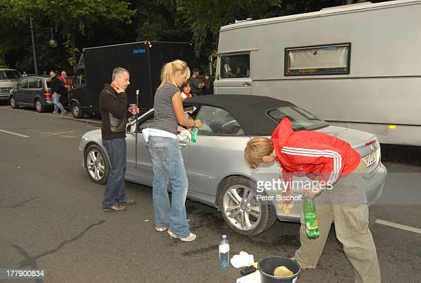 Stuntman , Mitglieder Dreh-Team, Dreharbeiten zum Internet-Musik-Video für Auto-Leasing-Kampagne mit J o h n n e s H e e s t e r s und G i n a - L i...