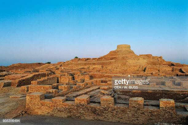 Stupa and the great bath or swimming pool Moen jo Daro Sindh Pakistan Indus Valley civilisation 2600 bC
