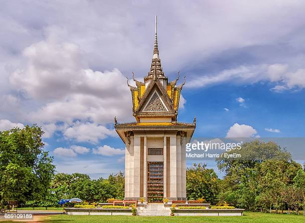 stupa at choeung ek - killing fields stock pictures, royalty-free photos & images