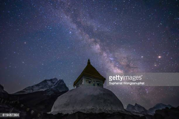 stupa with milky way galaxy in himalayan, nepal - stupa stock pictures, royalty-free photos & images