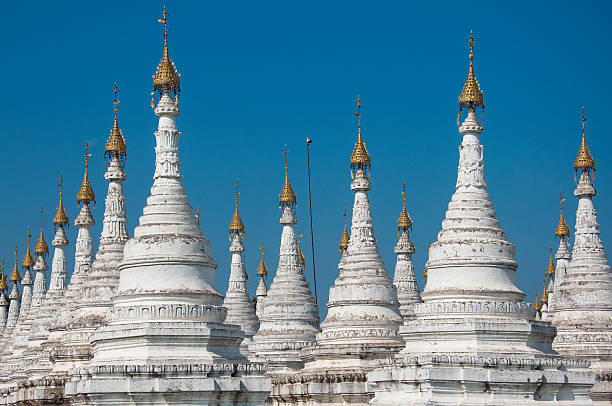 Stupas at Sandamuni Pagoda