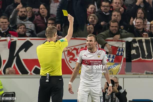 Stuttgart Deutschland 2 Bundesliga 10 Spieltag VfB Stuttgart TSV 1860 Muenchen Feature Schiedsrichter Arne Aarnink erteilt Kevin Großkreutz die gelbe...