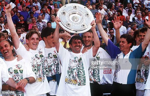 1 BUNDESLIGA 92/93 Stuttgart VFB STUTTGART SV WERDER BREMEN 03 DEUTSCHER MEISTER 1993 SV WEREDR BREMEN KarlHeinz KAMP Andreas HERZOG TORWART Frank...