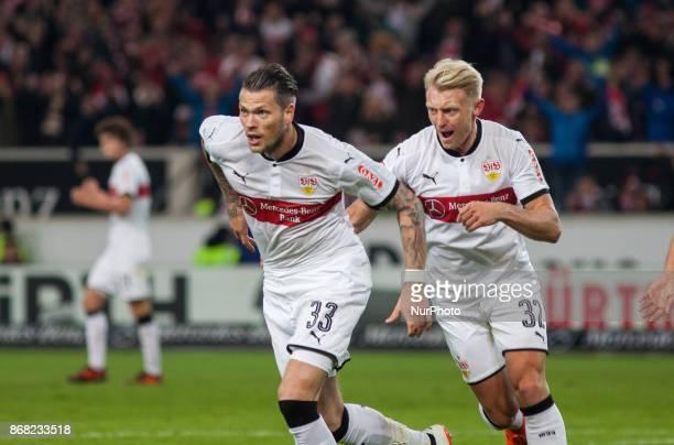 Stuttgarts Daniel Ginczek celebrates his goal with his team mates during the Bundesliga match between VfB Stuttgart and SportClub Freiburg at...