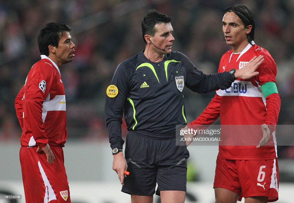Stuttgart's Portuguese defender Fernando Meira (R) and Stuttgart's Mexican midfielder Pavel Pardo plead with referee Darko Ceferin from Slovenia (C) during the Stuttgart (GER) vs Rangers (SCO) group E Champions League football match in Stuttgart 27 November 2007. Stuttgart won 3 to 2.