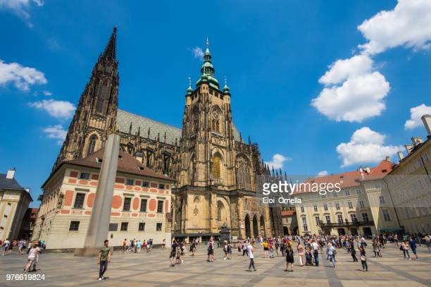 st.vitus cathedral in prague, czech republic - hradcany castle stock pictures, royalty-free photos & images