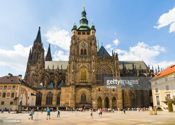 st.vitus's cathedral on hradčany square in prague, czech republic - hradcany castle stock pictures, royalty-free photos & images