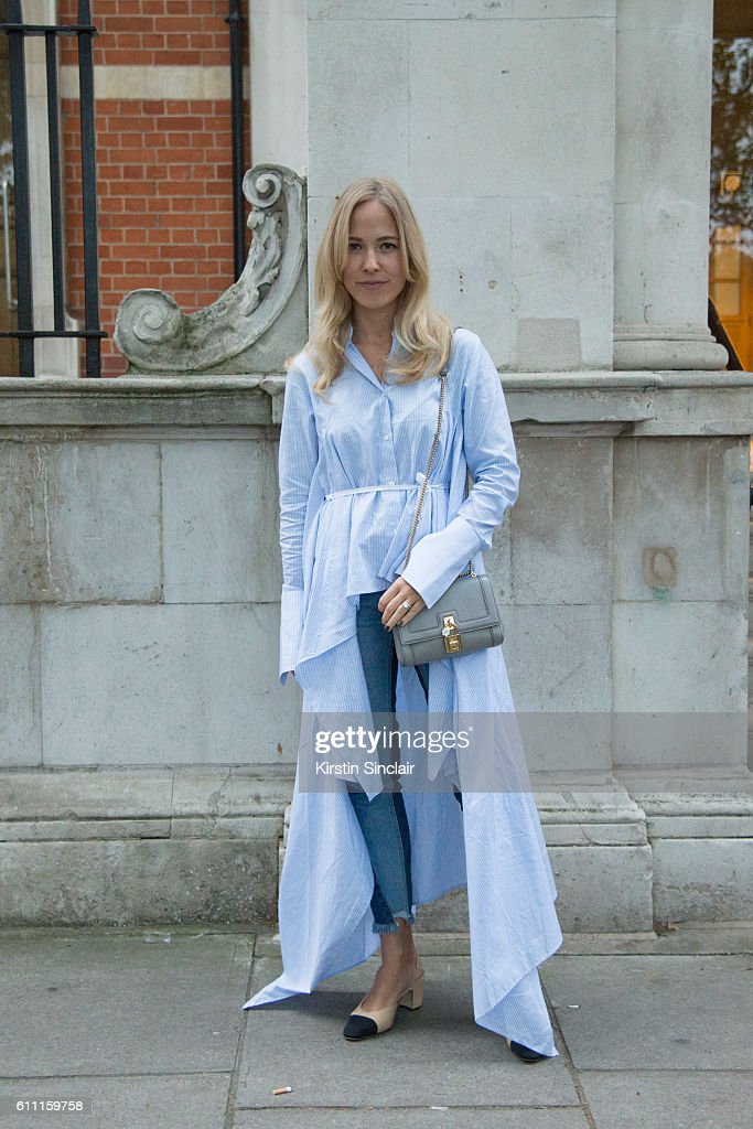 Street Style - Day 3 - LFW September 2016 : News Photo