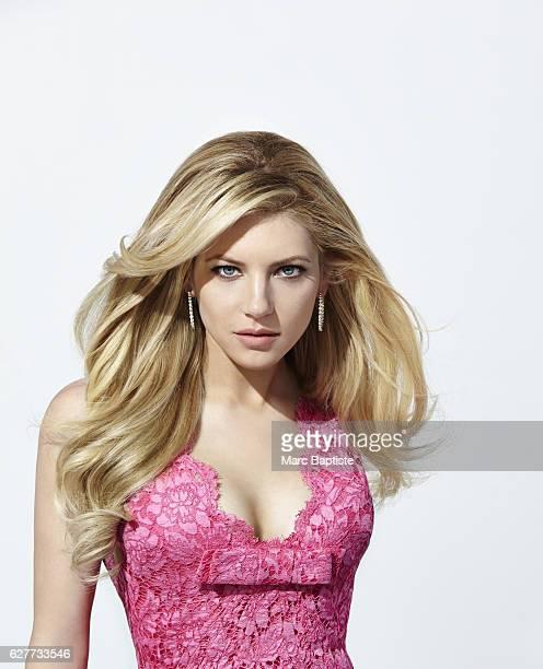 Lisa C Styles Makeup Melissa Rogers Hair Robert Steinken Manicure Manicure Elisa Wishan Dress by Valentino Earrings by Rahaminov Diamonds