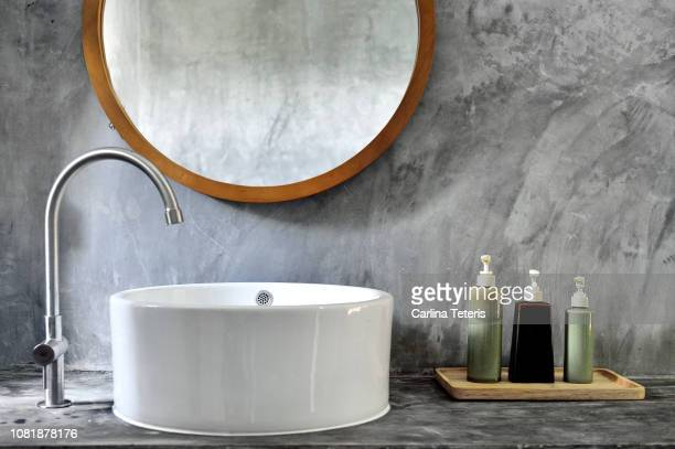 stylish bathroom vanity with modern sink - toilet stockfoto's en -beelden