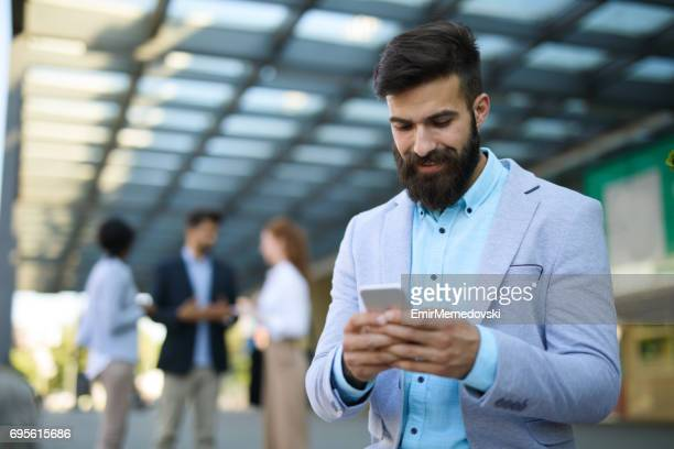 SMS d'affaires élégant à l'extérieur