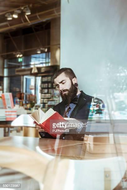 estilo hipster en un libro-café - pjphoto69 fotografías e imágenes de stock