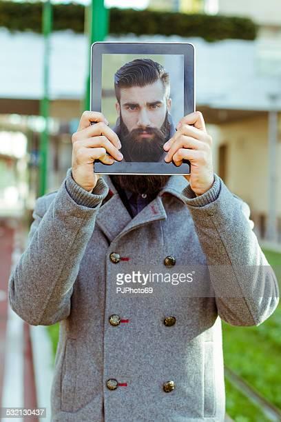 eleganti slip a vita bassa con digital tablet all'aperto - pjphoto69 foto e immagini stock