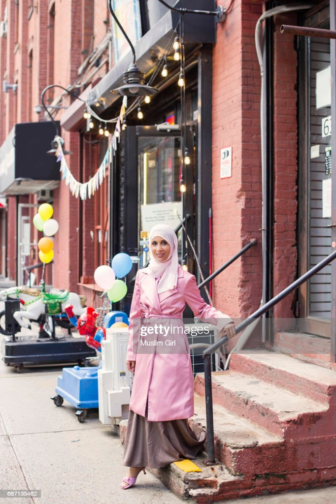 Stylish #MuslimGirl In Pink : Stock-Foto