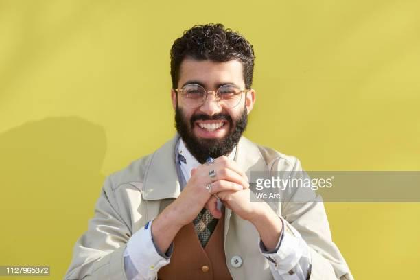 stylish young man smiling to camera. - masculinidad moderna fotografías e imágenes de stock