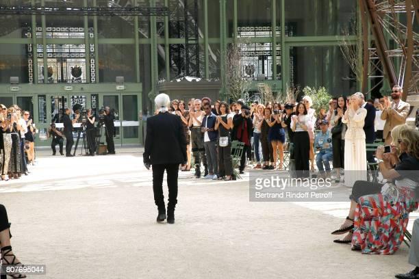 Stylist Karl Lagerfeld acknowledges the applause of Cara Delevingne Aziz Ansari Alessandra Mastronardi Tilda Swinton her husband Sandro Kopp and all...