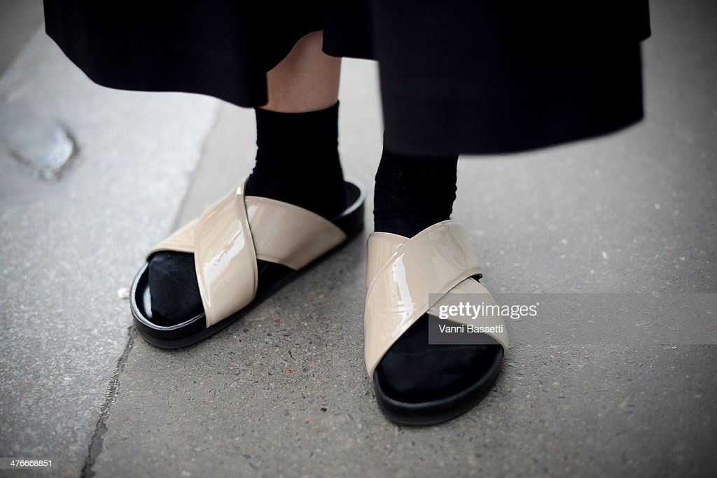 Street Style - Day 8 : Paris Fashion Week - Womenswear Fall/Winter 2014-2015 : News Photo